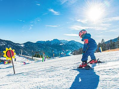 Kinder beim Skifahren in Achenkirch am Achensee | © Achensee Tourismus