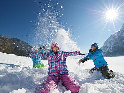 Spaß im Schnee in Maurach am Achensee | © Achensee Tourismus